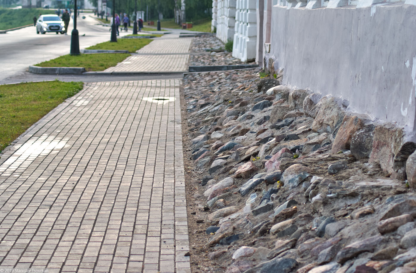 Вологодская область, Вологодчина, Великий Устюг, Русский север, фундамент, камни, Набережная улица