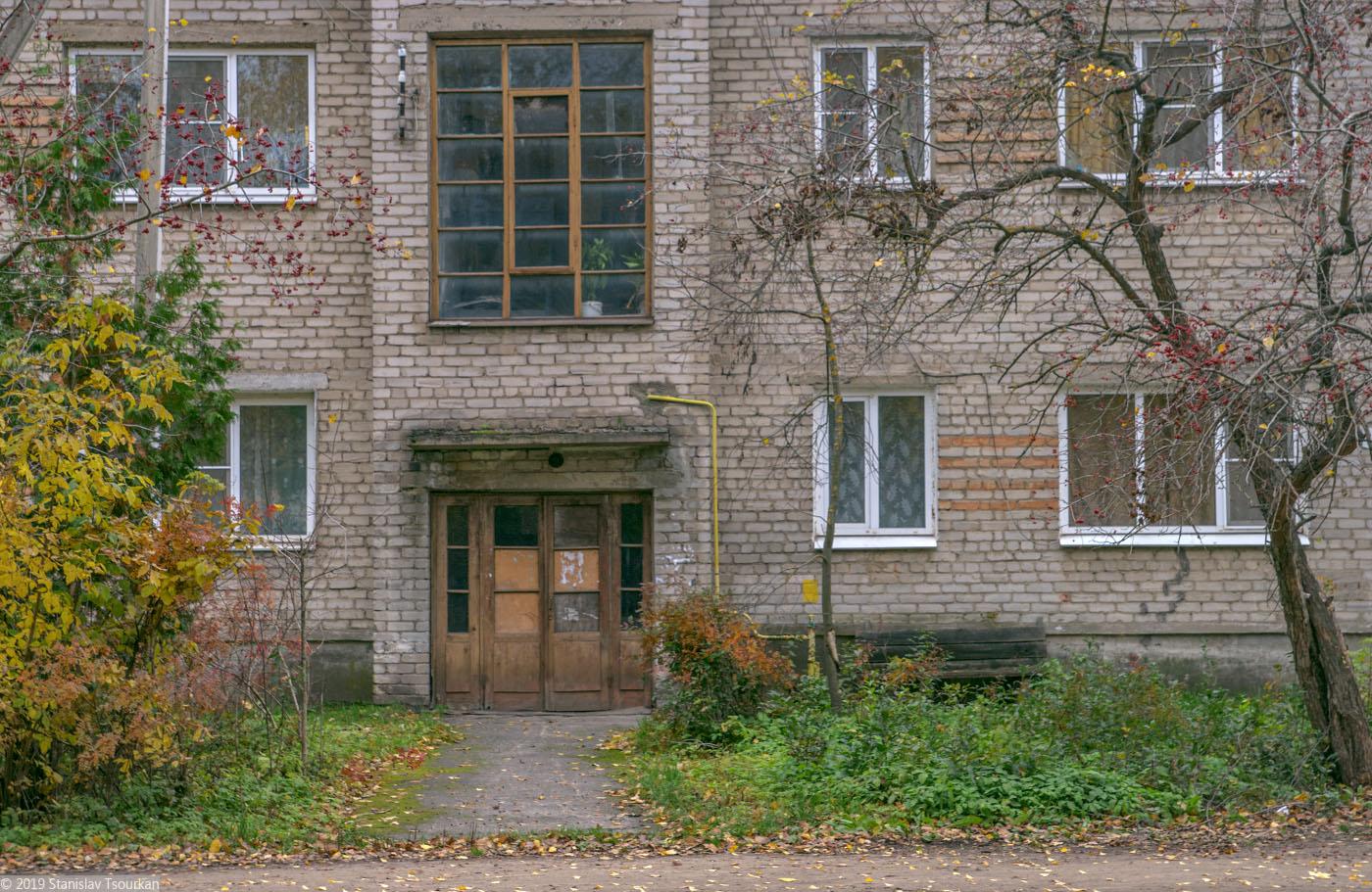 Весьегонск, Тверская область, Коммунистическая улица, двери