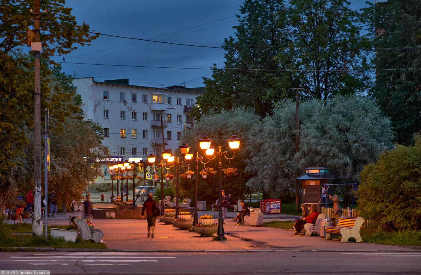 Сортавала, Карелия, республика Карелия, вечер, вечер в городе, площадь Кирова, сквер